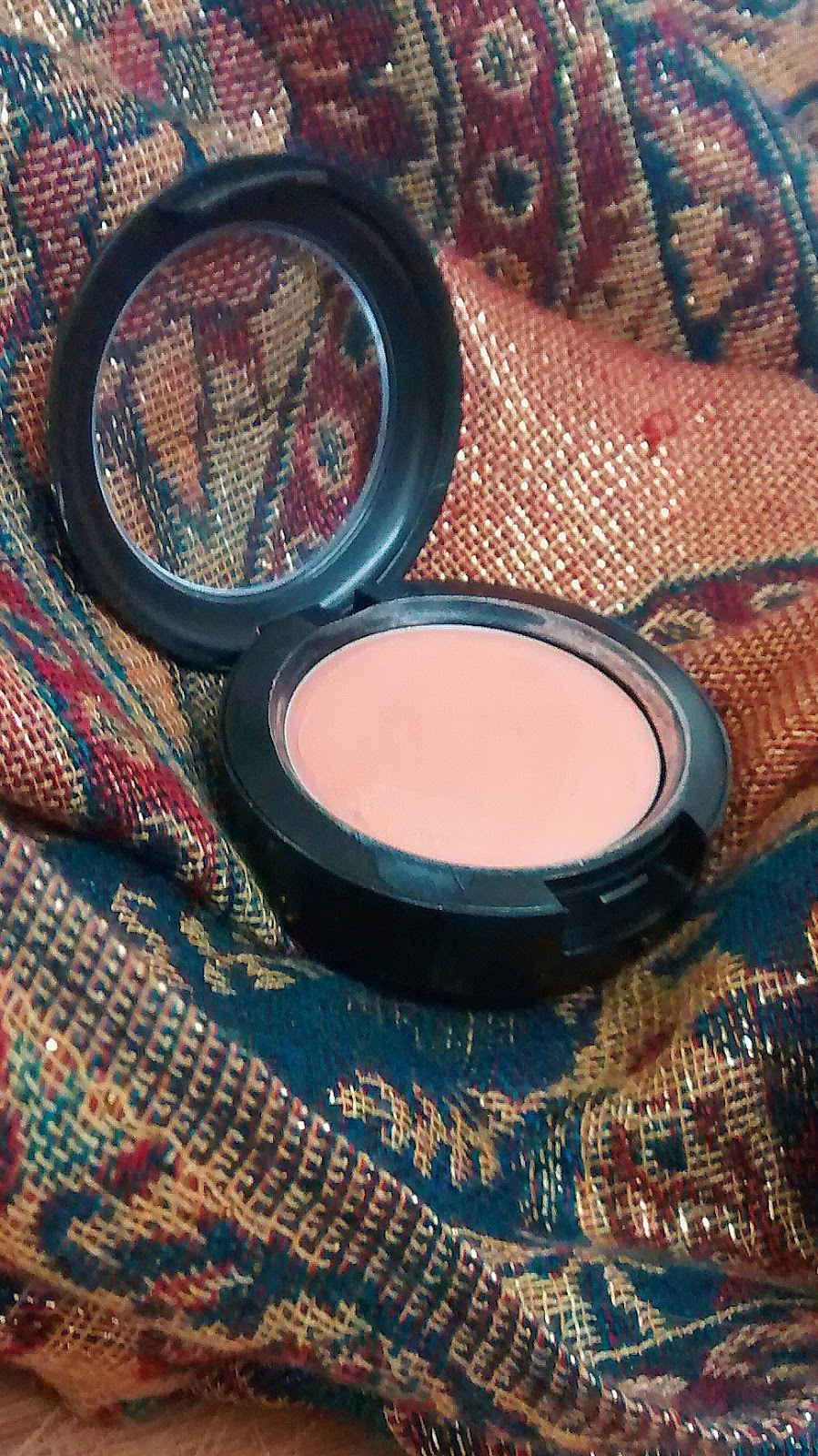 mac cream colour base hush
